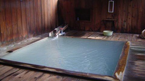 Onsen การแช่น้ำแร่หรือบ่อน้ำพุร้อนที่เกิดจากน้ำซึมผ่านชั้นของดิน